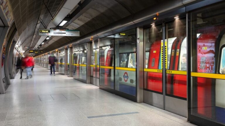 4G mobile phone service for London's Jubilee line