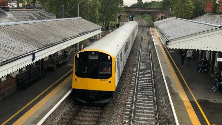 First Class 230 diesel/battery hybrid train runs on the national network