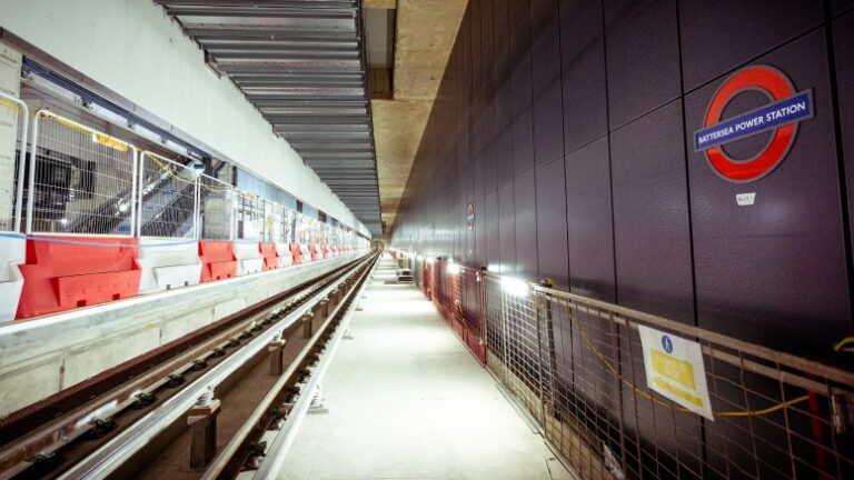 Work resumes on Transport for London construction sites