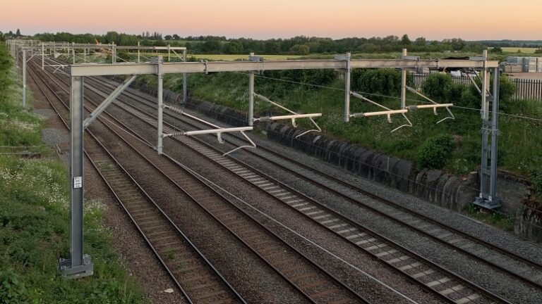Commissioning new substations to close MIdland main line over two weekends