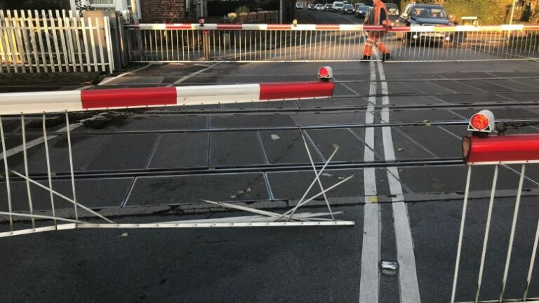 Level crossing in East Yorkshire damaged as driver jumps lights